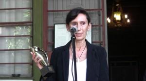 Основателката на проекта Дениз Герганова получава наградата